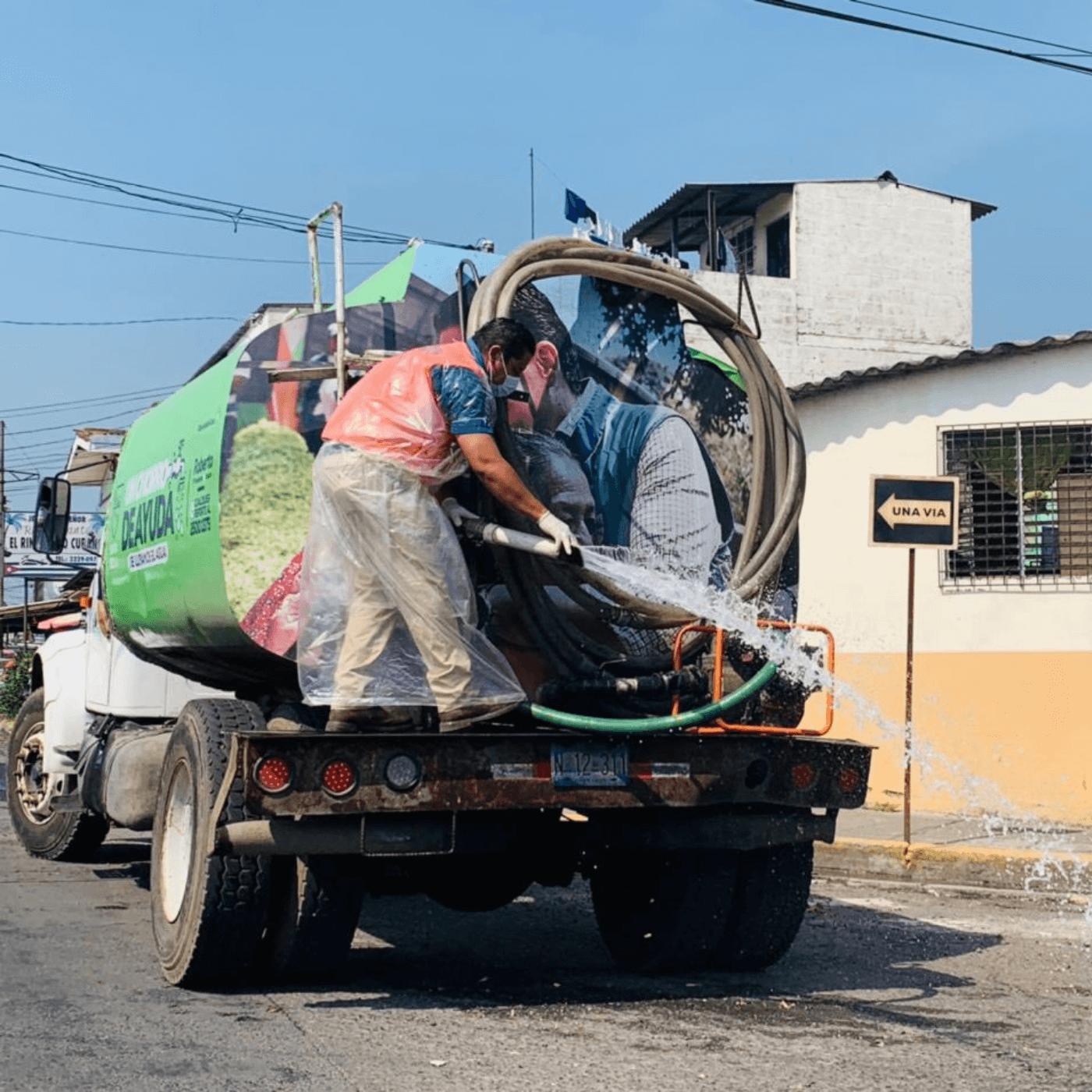 COVID-A El Plan Para Frenar La Covid-19 En Santa Tecla. Limpieza calles. Fotografía. Roberto d'Aubuisson. 2021