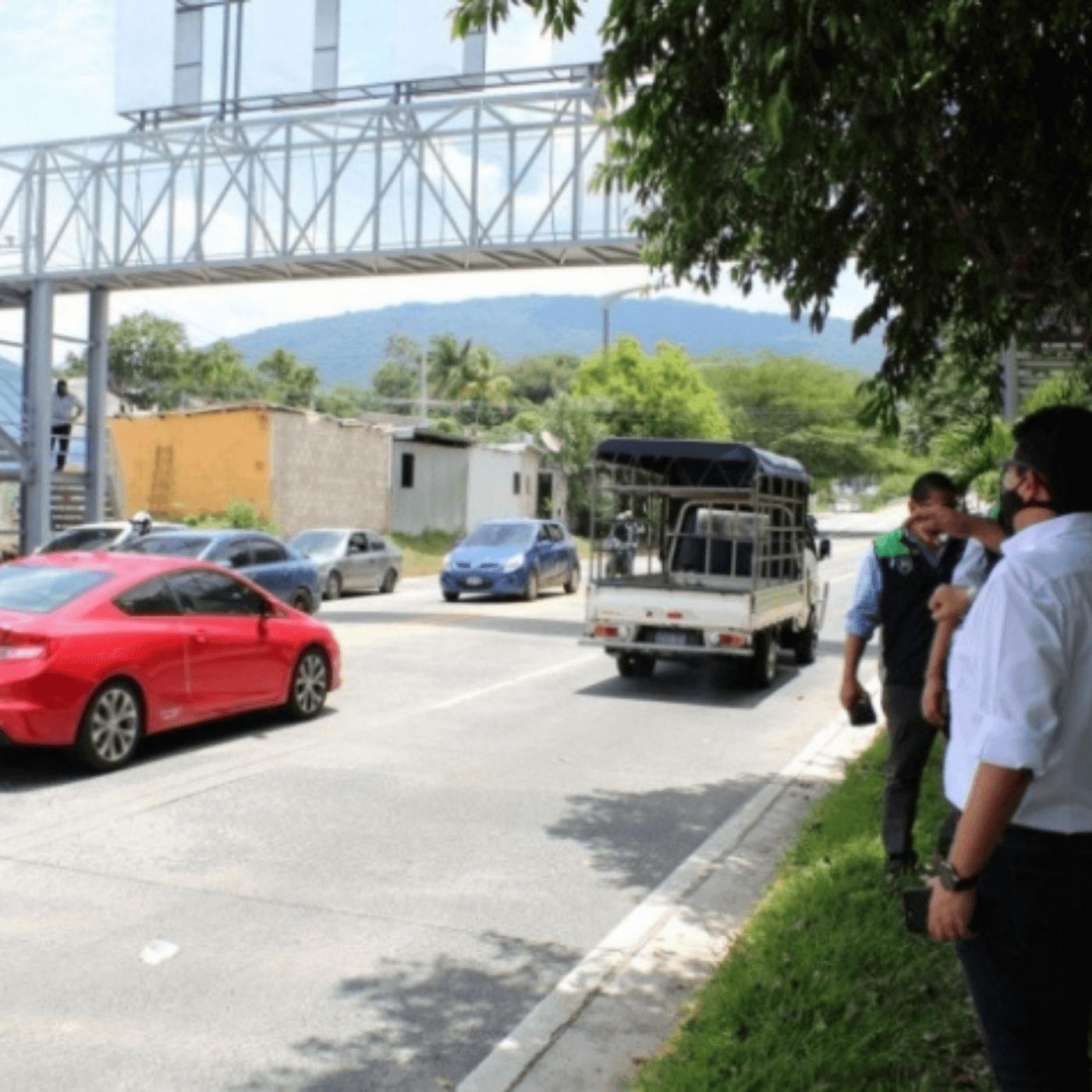 Las Acciones Para Mejorar El Tránsito En Santa Tecla. Pasarela. Fotografía. Roberto d'Aubuisson. 2021